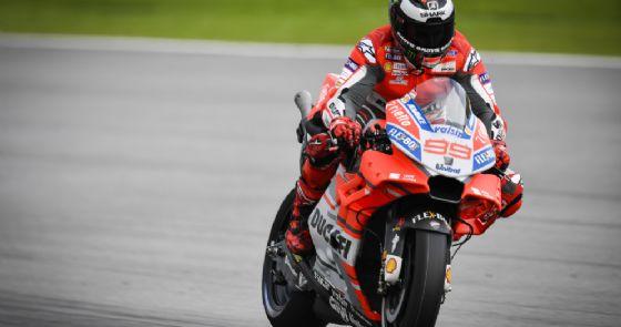 Jorge Lorenzo in azione sulla sua Ducati nei test di Sepang