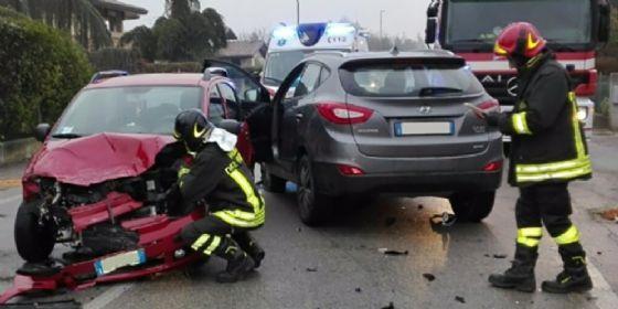 Scontro tra due auto ad Azzano Decimo: ferito uno dei conducenti