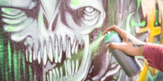 Baby gang imbratta i locali della scuola di Aviano e si firma (© Shutterstock.com)