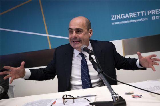 Il presidente della Regione Lazio Nicola Zingaretti durante la presentazione della lista civica all'interno del comitato elettorale per 'Zingaretti Presidente', 26 gennaio 2018 a Roma.