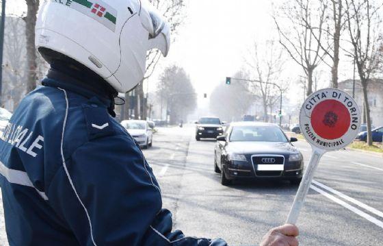 L'auto è stata fermata dalla polizia municipale di Venaria (foto d'archivio)