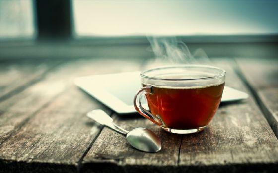 Tumori: bere tè bollente moltiplica rischi cancro esofago