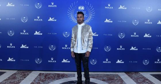 Lewis Hamilton alla premiazione per il suo titolo mondiale 2017