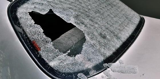 Tre auto prese di mira dai ladri fuori da locali pubblici