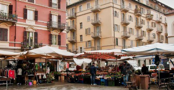 Mercato di piazza Santa Giulia