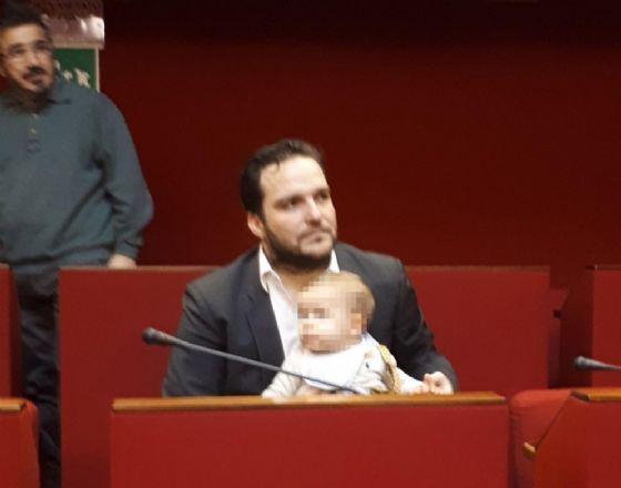 Il consigliere con il bebè
