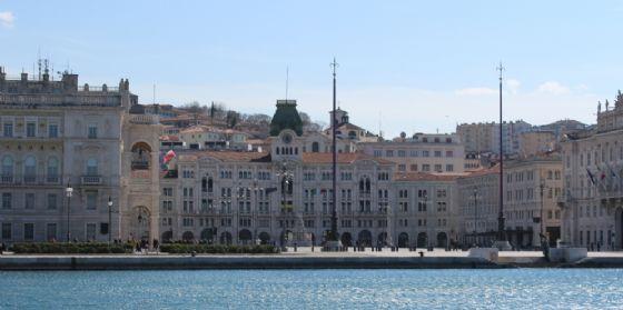 Trieste: tutto a portata di 'dita'con il touch screen dei nuovi totem interattivi (© Diario di Trieste)