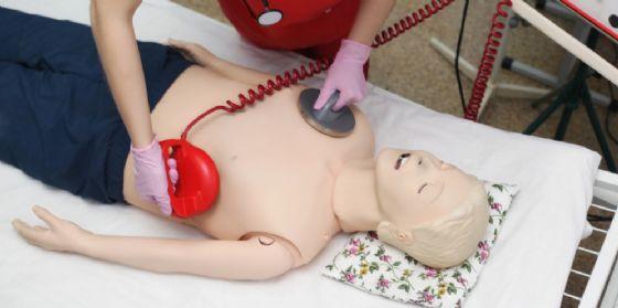 Donato defibrillatore all'Asd Pro Gorizia (© Shutterstock.com)