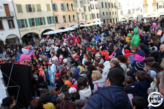 Martedì Grasso: piazza San Giacomo 'invasa' dalle mascherine (© Diario di Udine)