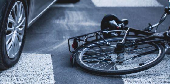 Investito sulla Cimpello-Sequals, ciclista 31enne finisce in ospedale