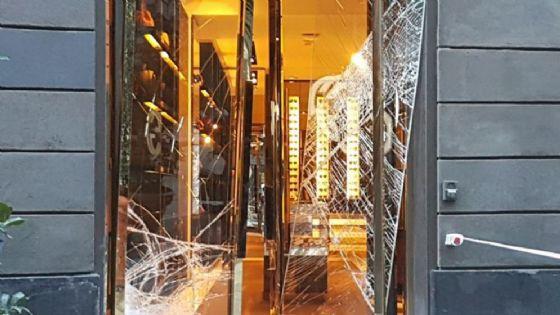 Furto con spaccata in negozio Gucci a Genova
