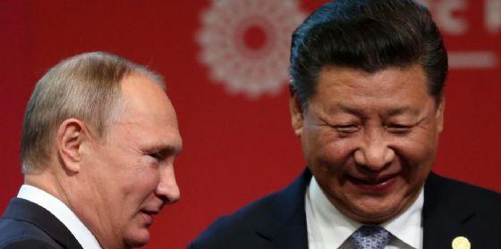 Vladimir Putin e Xi Jinping.
