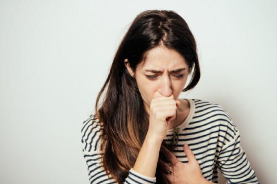 Donna di 58 anni rischia di soffocare per un colpo di tosse