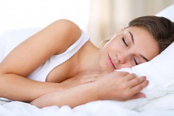 Anche solo 5 giorni con poco sonno fanno danni al cervello
