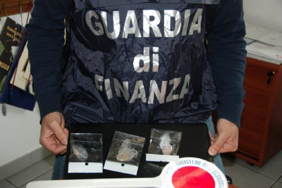La droga sequestrata dalla Guardia di Finanza (© Diario di Biella)