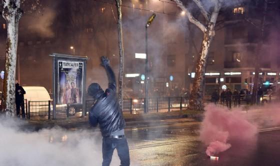 Un momento degli scontri a Torino
