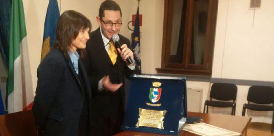Esuli: Serracchiani riceveil Vessillodall'Unione Istriani (© Serracchiani)