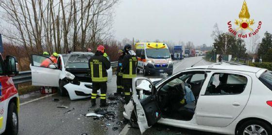 San Vito al Tagliamento, scontro frontale tra autovetture: 5 persone coinvolte