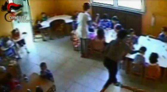 Maltrattavano i bambini: indagate maestre e una bidella a Pordenone (© Carabinieri)