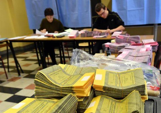 Elezioni 2018: a Firenze in centinaia in Comune per rinnovo tessera elettorale