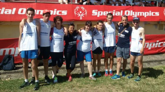 Atleti Special Olympics insieme a Cremonte (penultimo da sinistra) (© Diario di Biella)