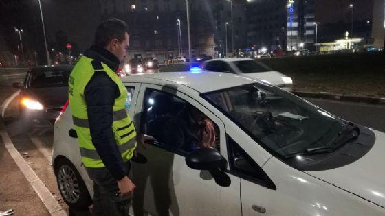 Controlli della polizia municipale nella notte