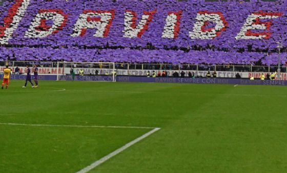 Il tributo dello stadio Artemio Franchi a Davide Astori durante Fiorentina-Benevento