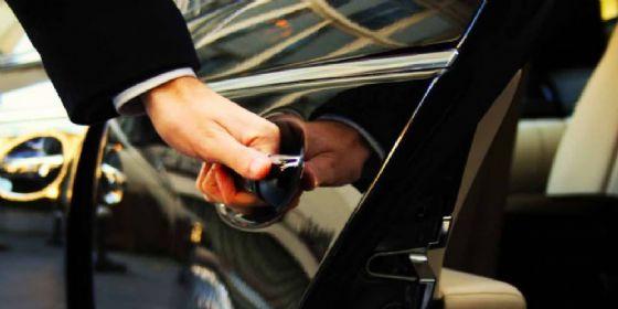 Serracchiani: «Bene i controlli della Questura sulle auto a noleggio con conducente» (© Adobe Stock)