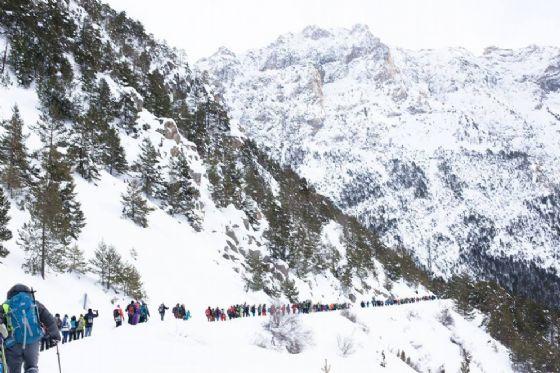 Una delle manifestazioni di Tous Migrants tra i sentieri di montagna utilizzati dai migranti (© Tous Migrants)