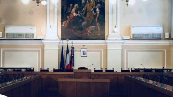 La maggioranza diserta in blocco il Consiglio