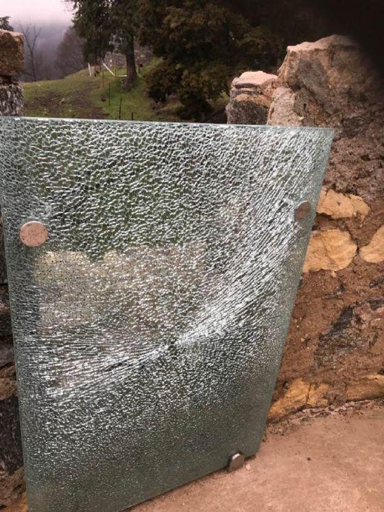 Vandalizzata la Torre Mozza di Rocca Borromea