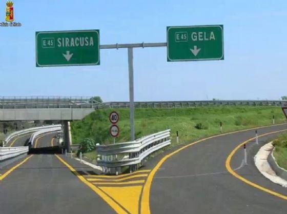 Lo svincolo autostradale per Siracusa e Gela