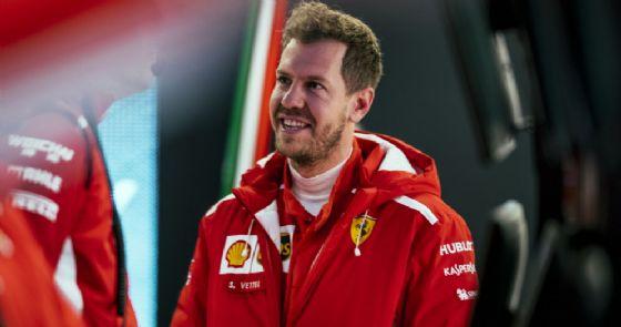 Sebastian Vettel nei box della Ferrari