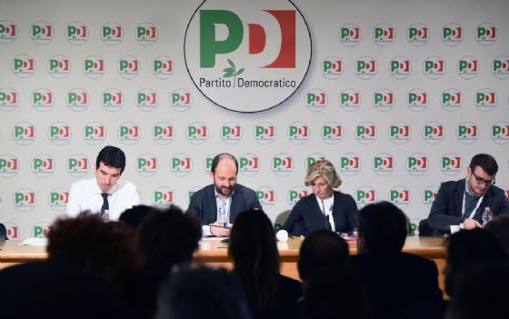 Maurizio Martina e Matteo Orfini durante la direzione Pd.