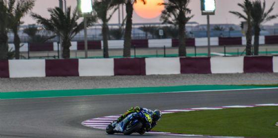 Valentino Rossi in pista con la Yamaha nei test in Qatar