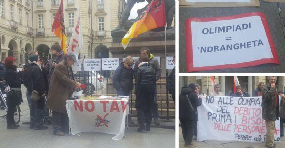 La protesta sotto il Comune