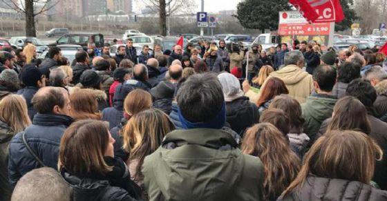 Italiaonline, congelati per 3 settimane 400 licenziamenti: presidio davanti la prefettura