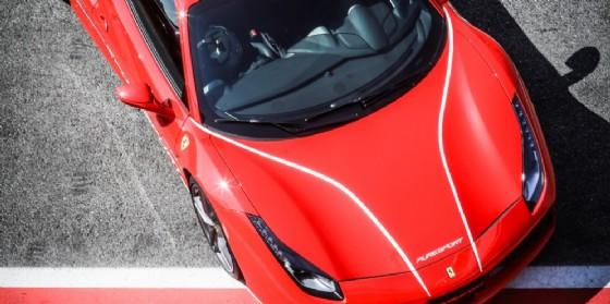 Guidare una Ferrari: come realizzare il sogno in pista