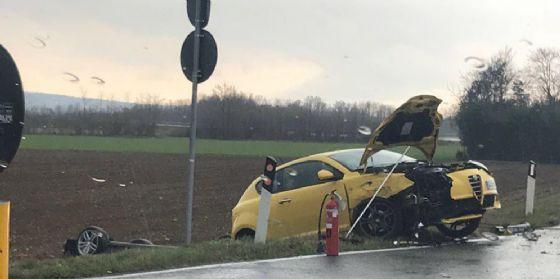 Gorizia, auto si cappotta dopo uno scontro: in tre finiscono all'ospedale (© G.G.)