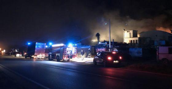 Trana: maxi incendio in una ditta di via Sangano