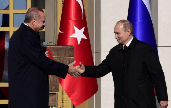 Putin da Erdogan in Turchia, via a lavori centrale nucleare