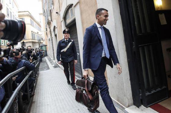 Delrio ribadisce no a Di Maio: Pd ha idea diversa di Paese