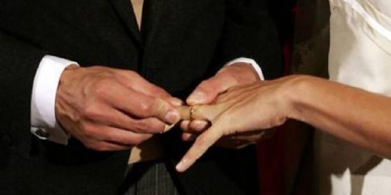 Due matrimoni in tre mesi: a processo un 30enne per bigamia