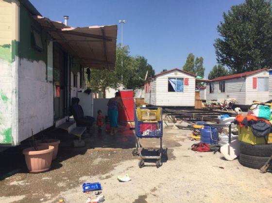 Un'immagine di un campo rom nella Capitale