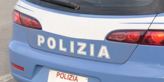 La polizia 'pizzica' due ragazzi con della droga, uno è minorenne