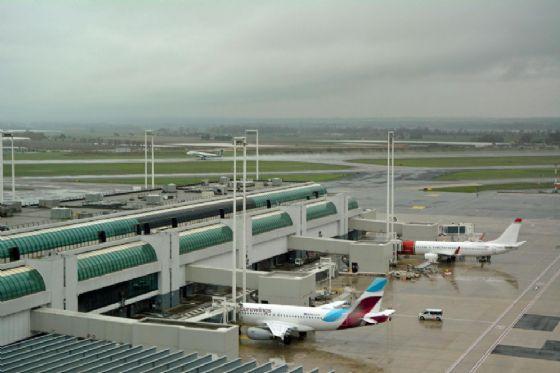 Una panoramica delle piste di decollo e atterraggio dell'aeroporto di Fiumicino