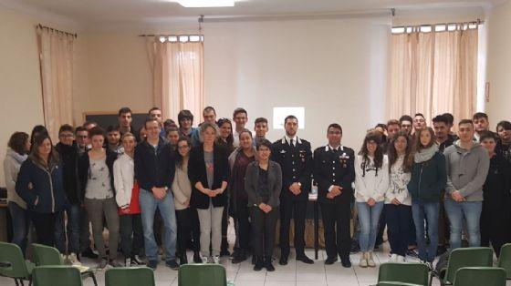 Studenti e militari nella foto di rito della giornata