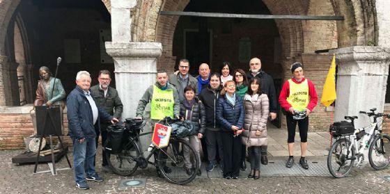 Bimbo malato scrive una lettera al Papa, questa viaggerà in bici fino al Vaticano