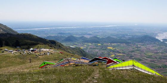 Torna lo Spring Meeting: gara internazionale di deltaplano nonchè festa del volo libero (© Diario di Pordenone)