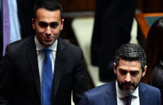 Riccardo Fraccaro e Luigi Di Maio del M5S nell'Aula della Camera